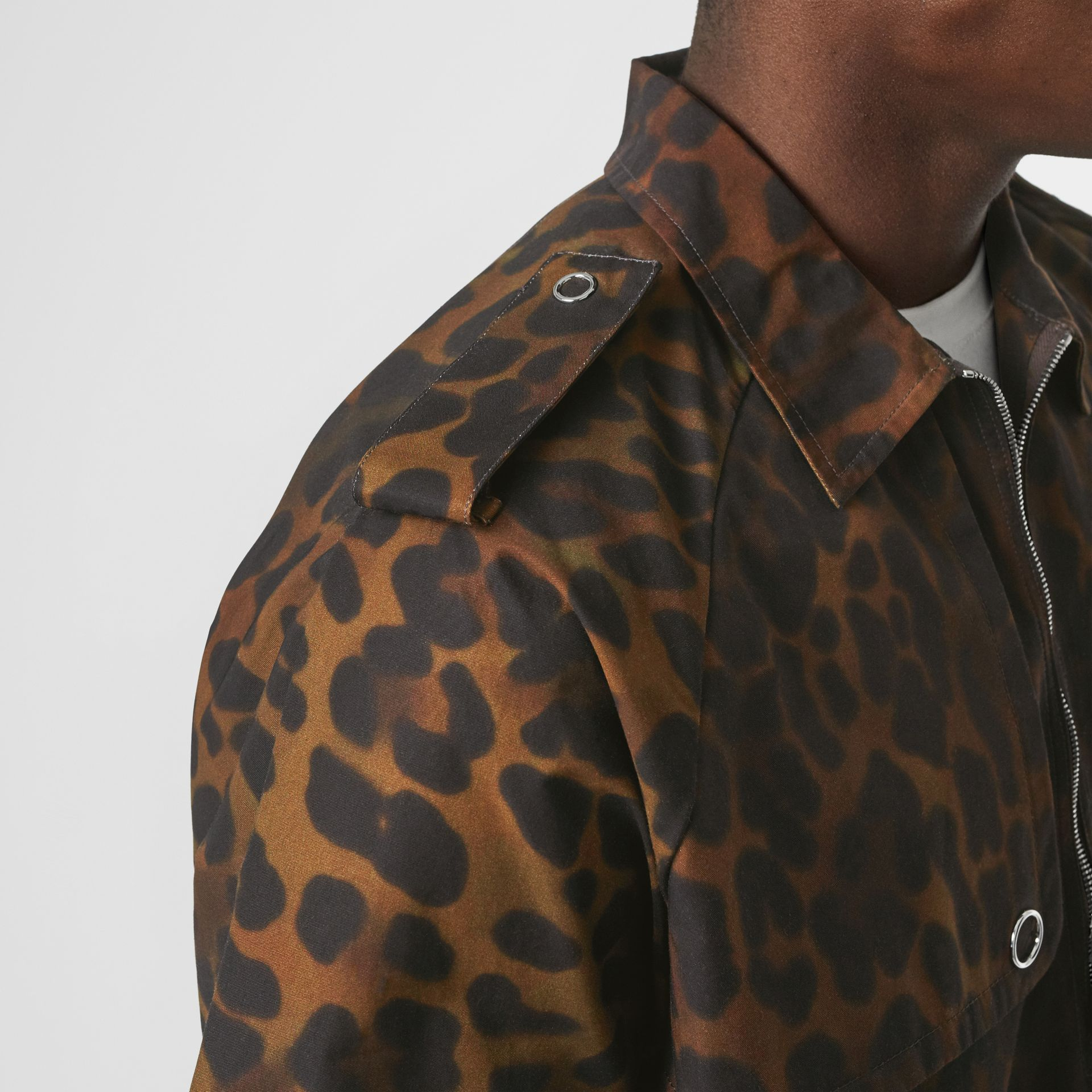 Short-sleeve Leopard Print Cotton Shirt in Khaki Green | Burberry Canada - gallery image 4
