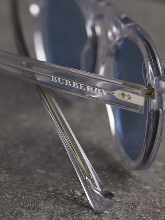 The Keyhole Round Frame Sunglasses in Crystal/blue | Burberry United Kingdom - cell image 1