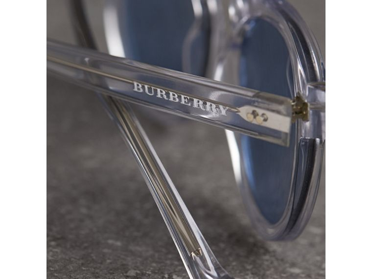 The Keyhole Round Frame Sunglasses in Crystal/blue | Burberry Singapore - cell image 1