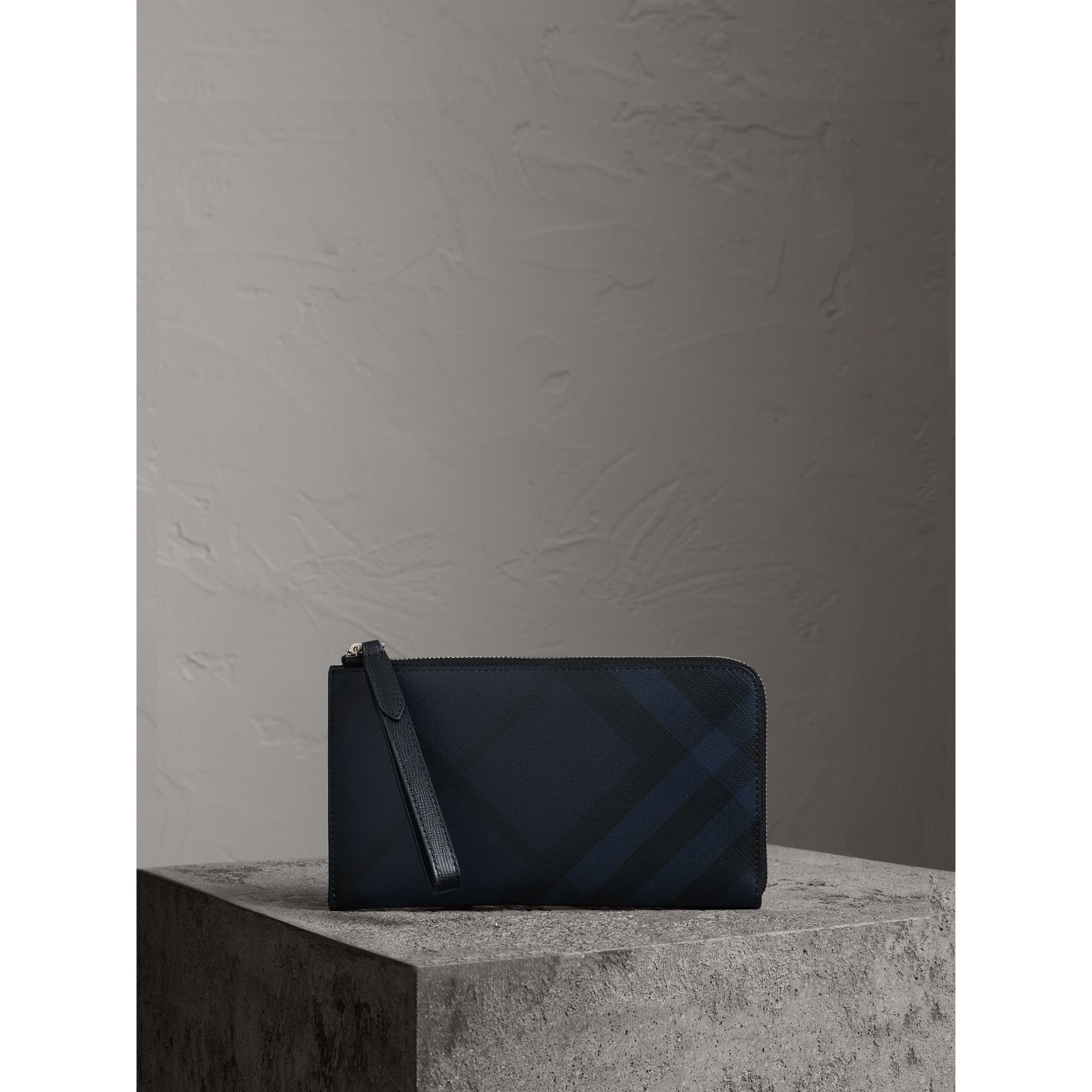 London Check Travel Wallet in Navy/black - Men | Burberry - gallery image 0
