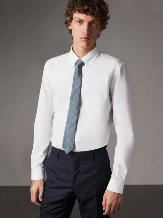 Chemise ajustée en popeline de coton avec col boutonné (Blanc)