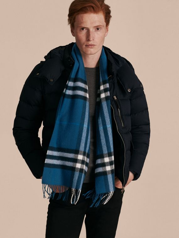 Marine blue The Classic Cashmere Scarf in Check Marine Blue - cell image 3