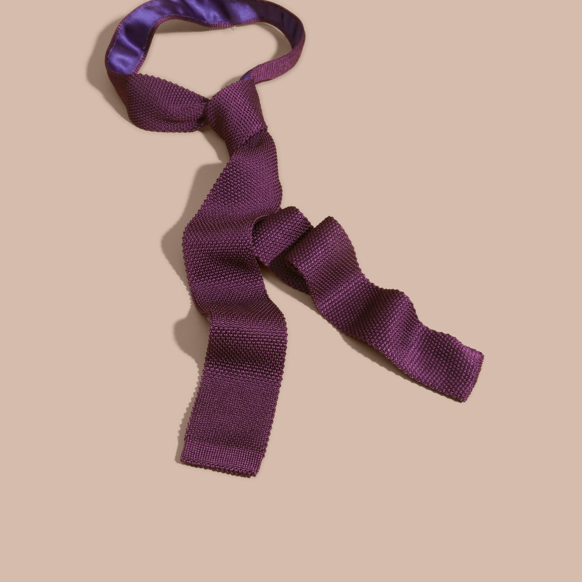 Viola scuro Cravatta dal taglio sottile in seta lavorata a maglia Viola Scuro - immagine della galleria 1