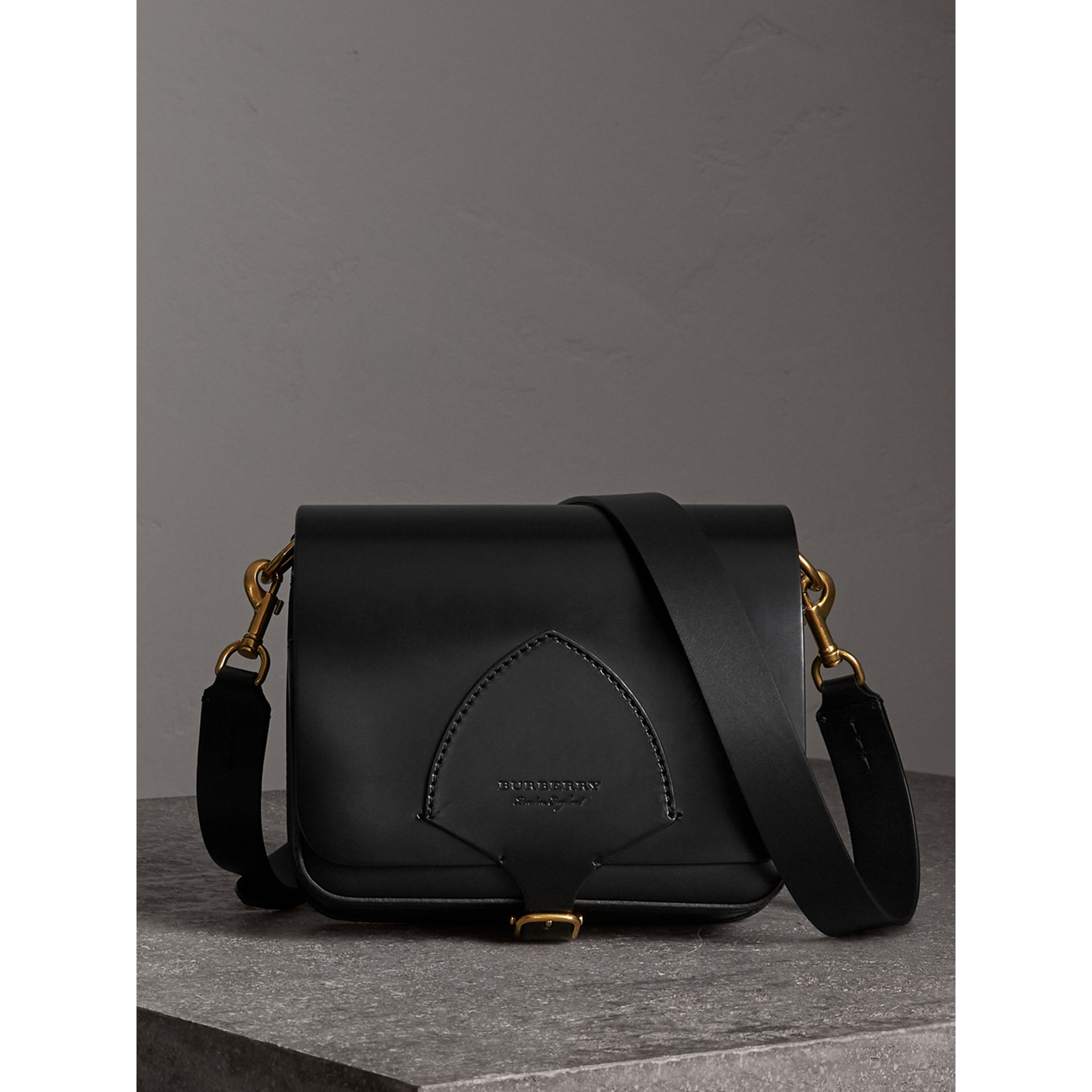 Sac The Satchel carré en cuir de tannage végétal (Noir) - Femme | Burberry - photo de la galerie 1