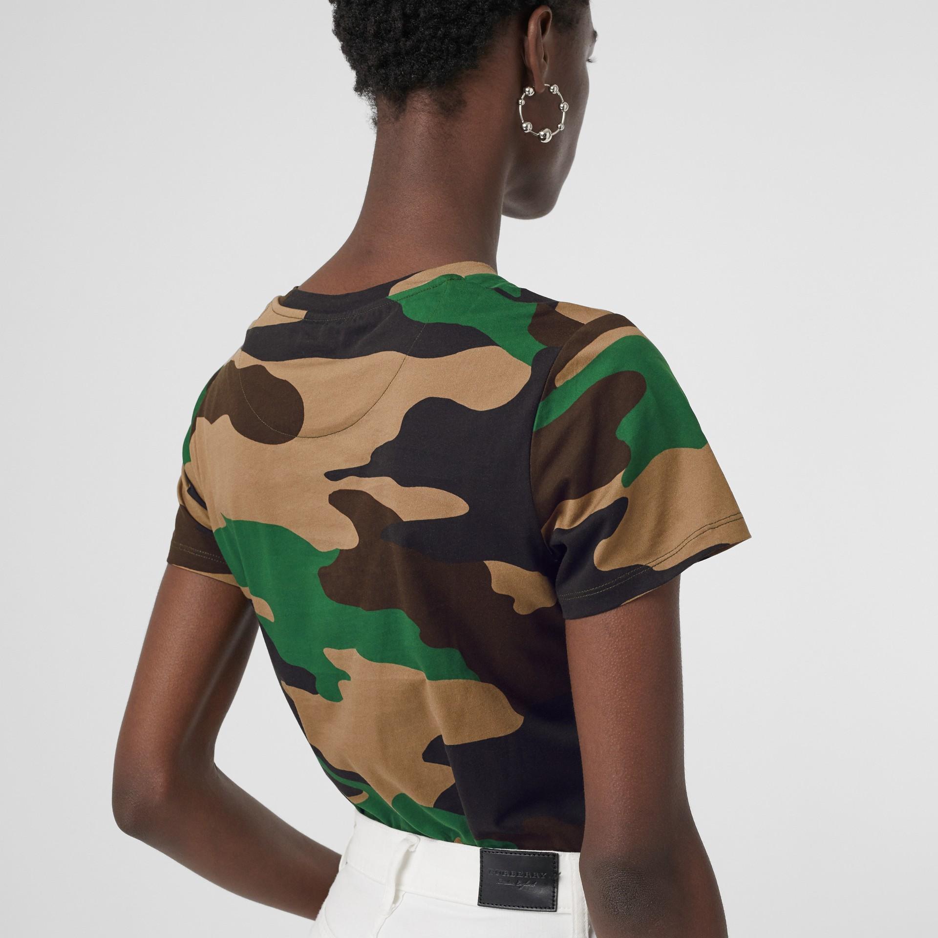 Camiseta camuflada de malha de algodão (Verde Floresta) - Mulheres | Burberry - galeria de imagens 1