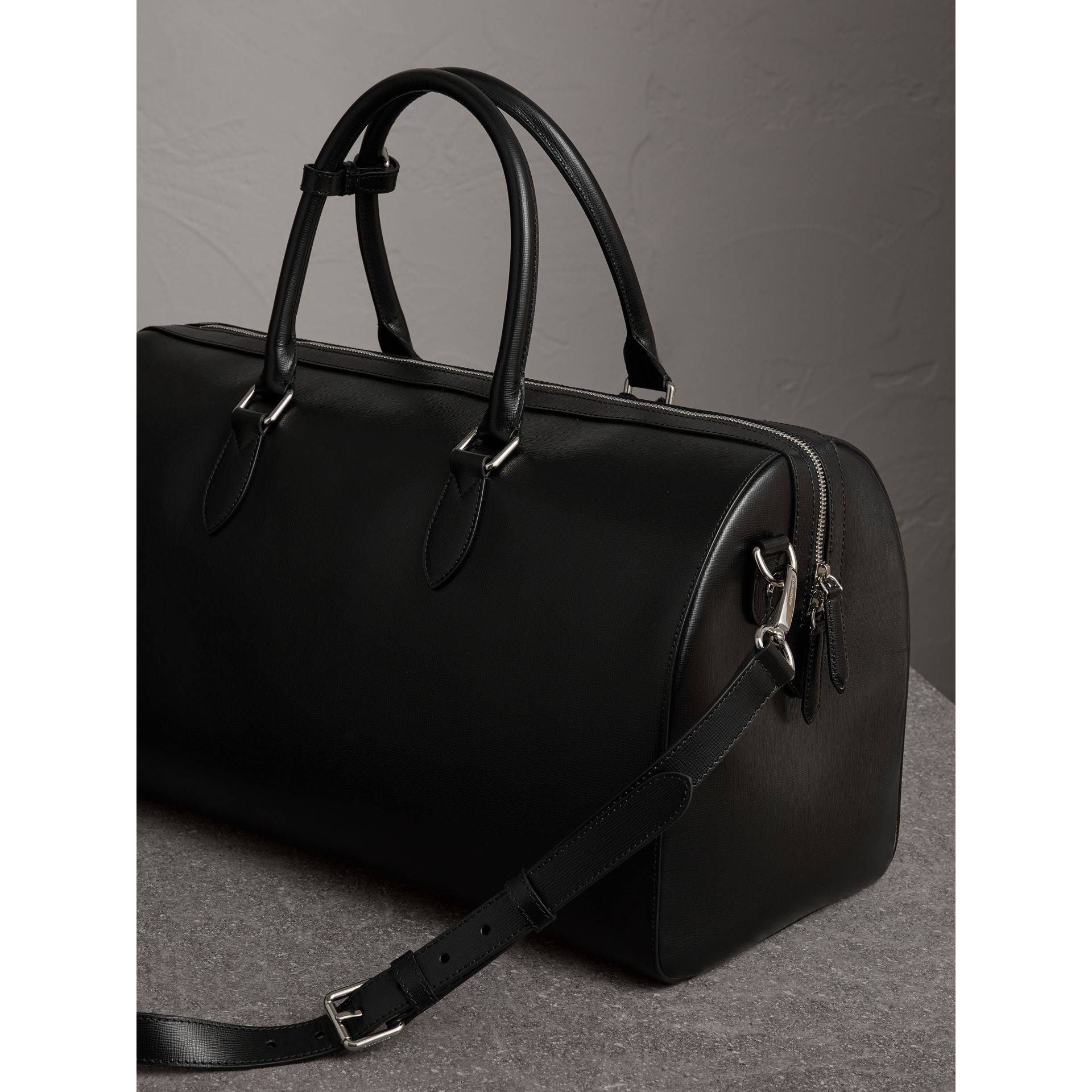 London Leather Holdall in Black | Burberry - gallery image 4