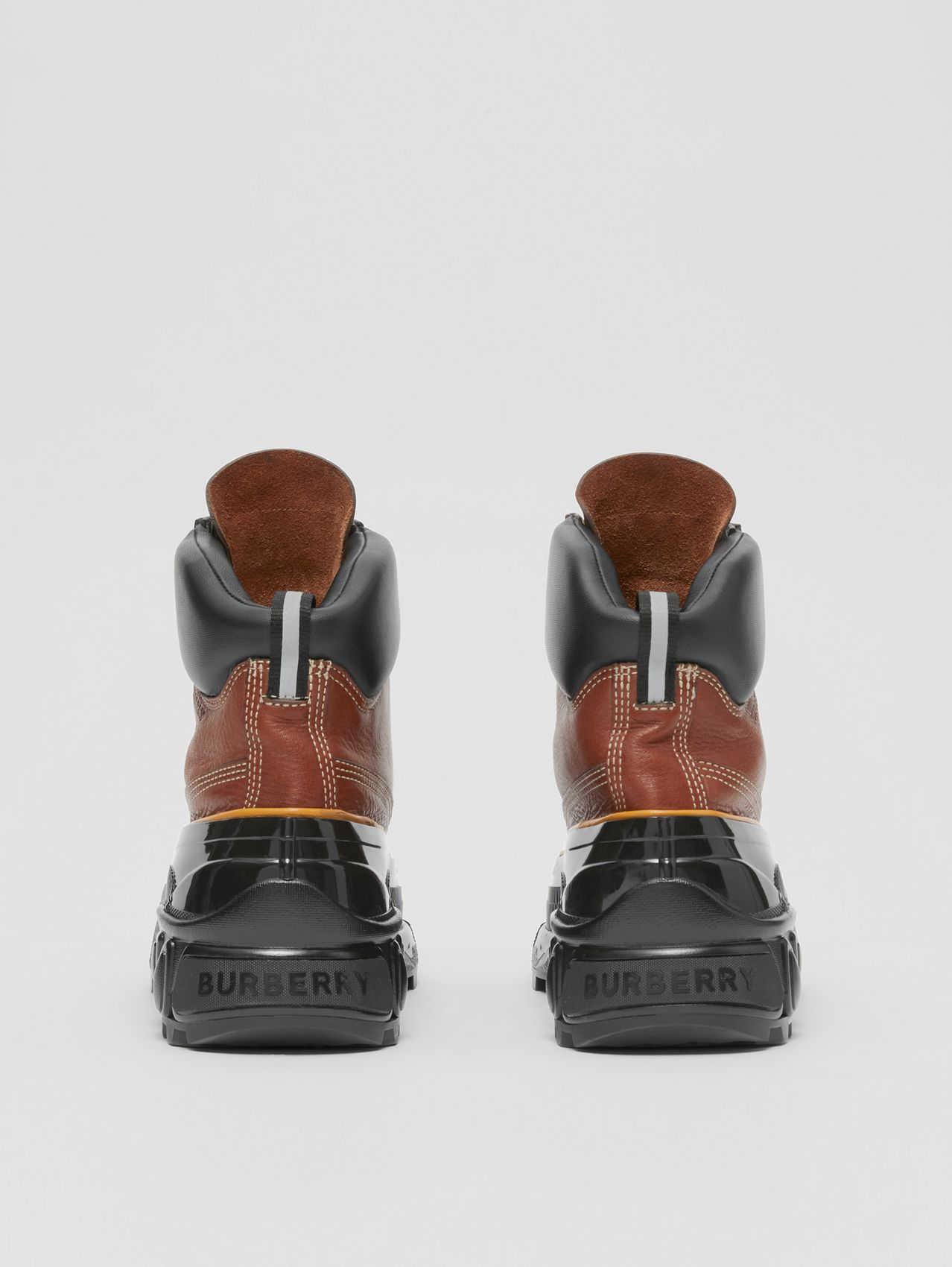 Contrast Sole Leather Boots in Tan
