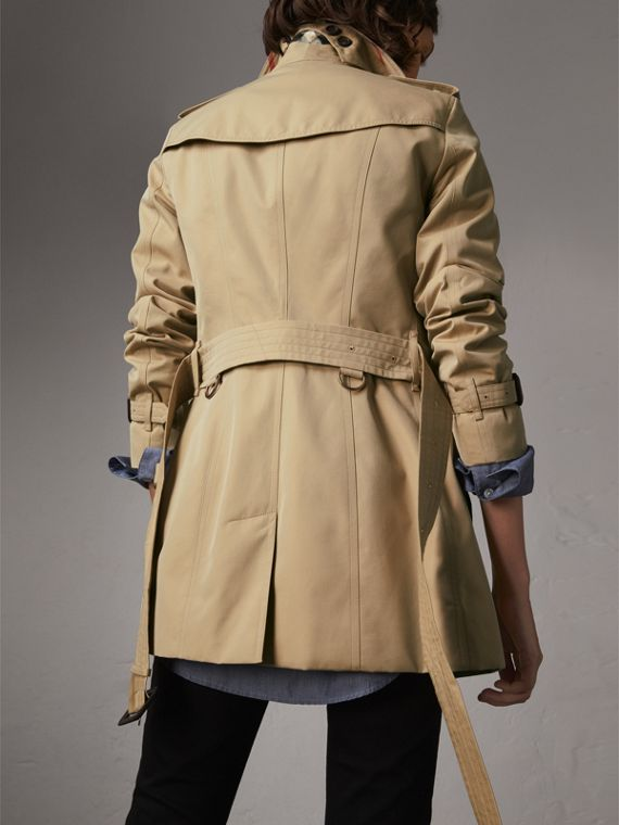 The Sandringham – Short Heritage Trench Coat in Honey - Women | Burberry Singapore - cell image 2