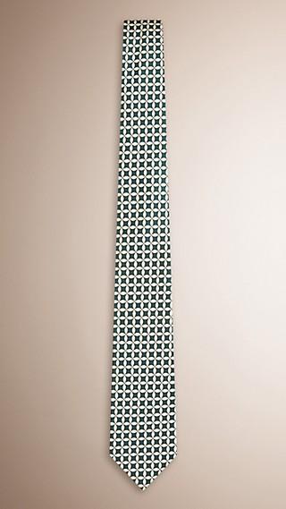 Modern geschnittene Seidenkrawatte mit einem abstraktem Muster