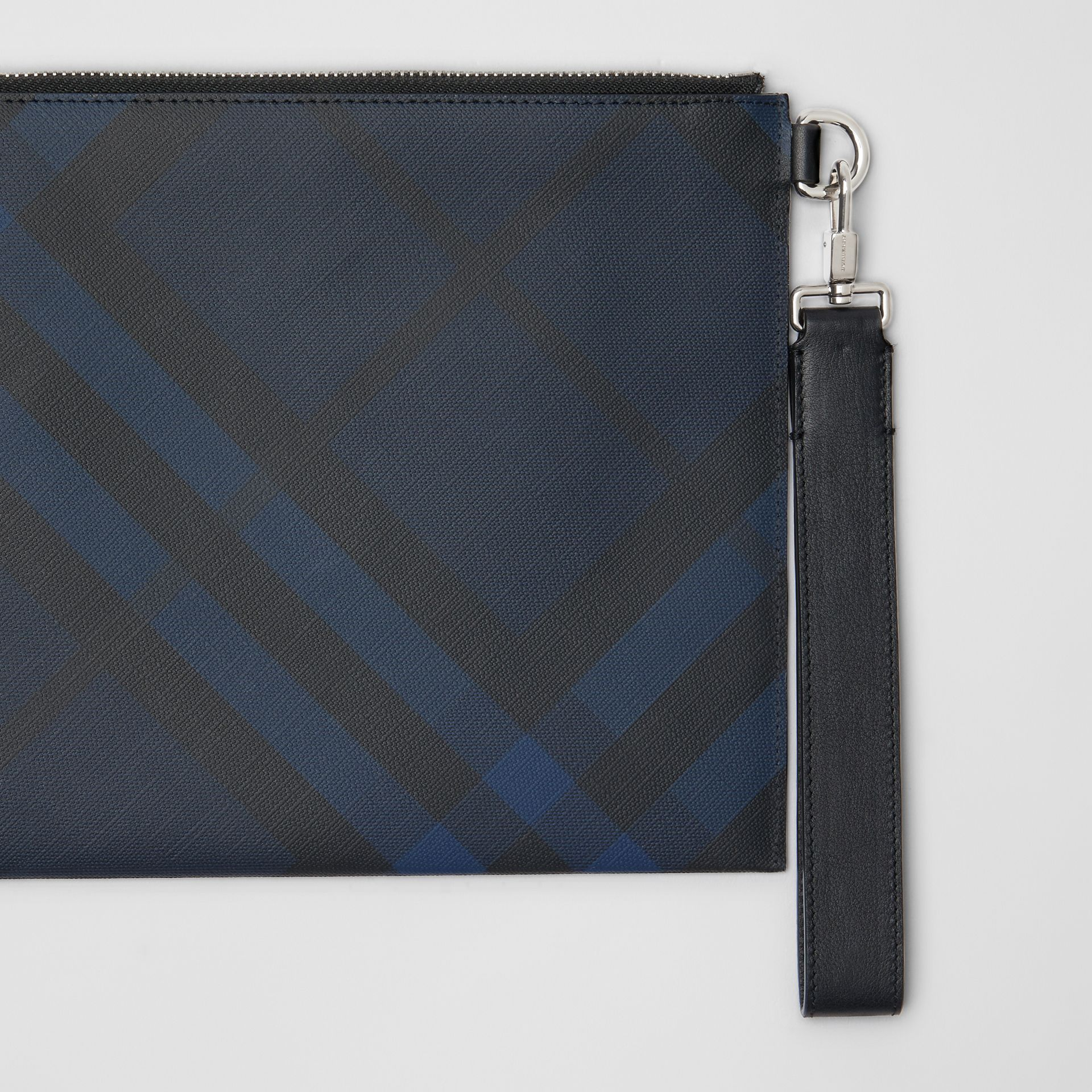 Pochette zippée à motif London check (Marine/noir) - Homme | Burberry - photo de la galerie 1