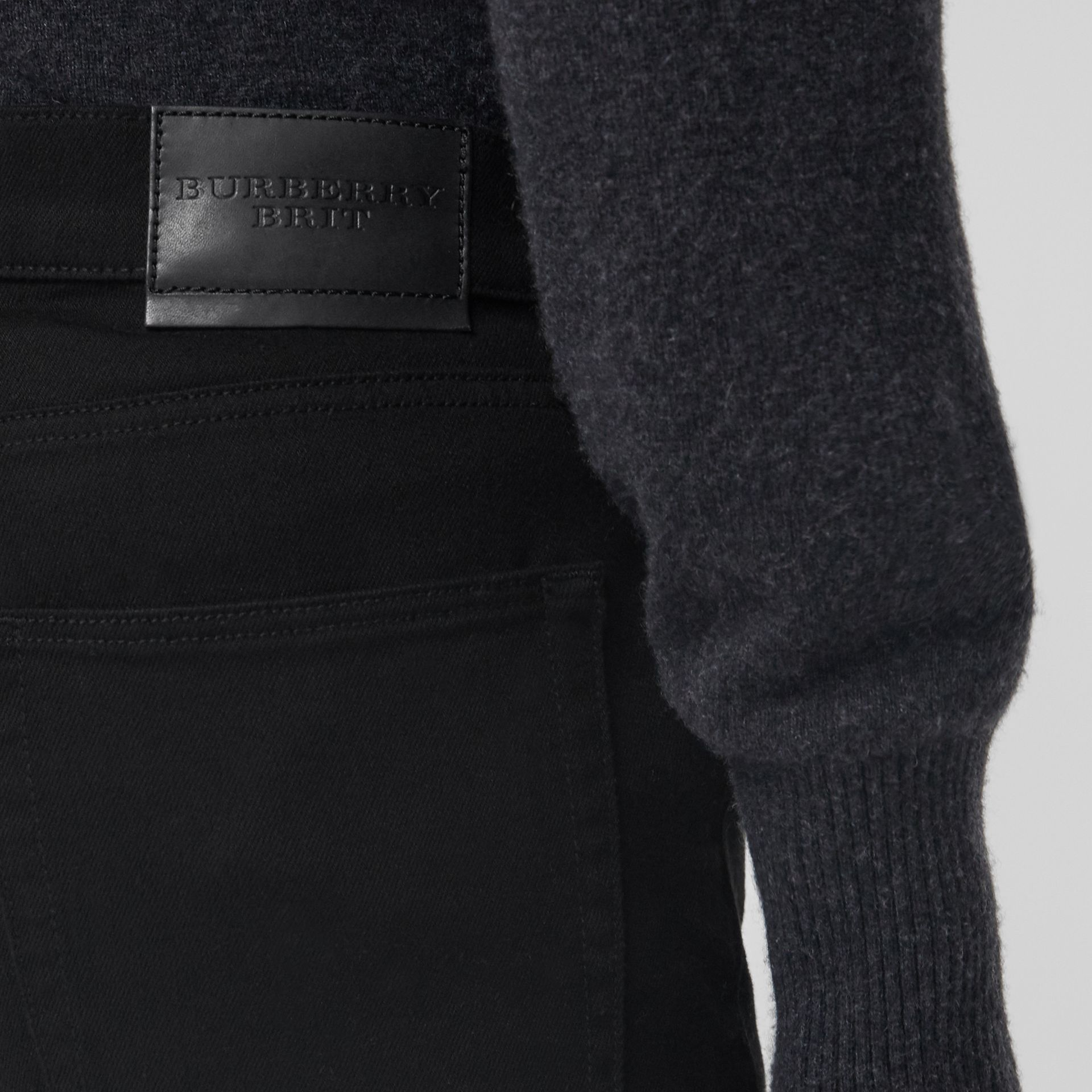 Jean denim extensible de coupe étroite (Noir) - Homme | Burberry - photo de la galerie 1