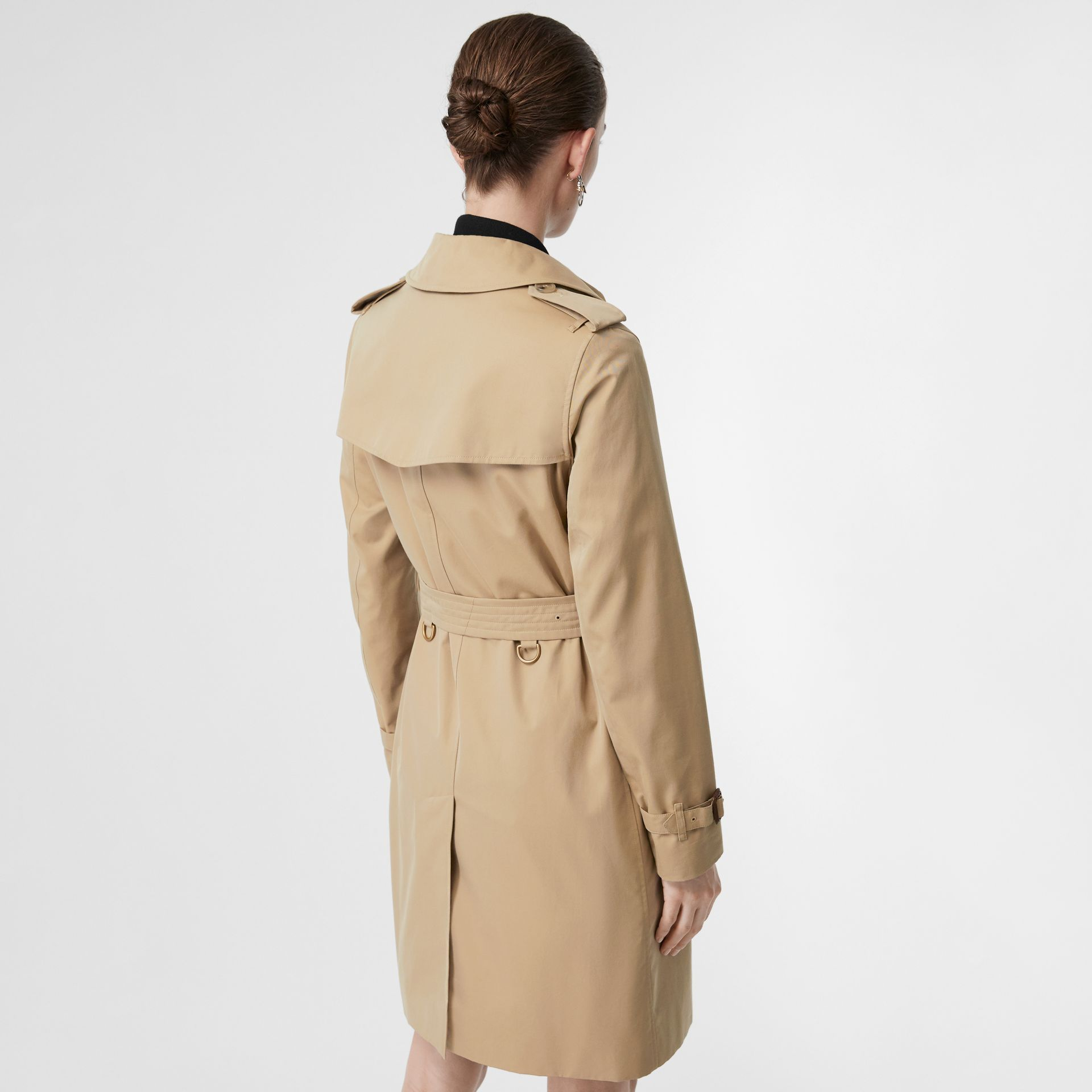 The Kensington Heritage Trench Coat in Honey - Women | Burberry United Kingdom - gallery image 2