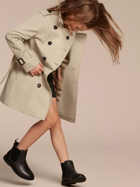 The Sandringham – Heritage Trench Coat in Stone - Girl | Burberry - cell image 2