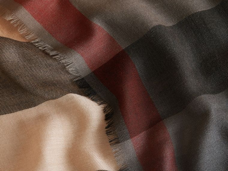 The Lightweight Cashmere Scarf in Ombré Check Camel/black - cell image 1