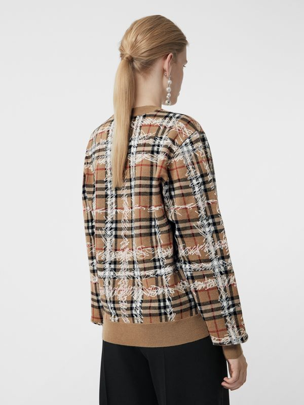 Pull en laine mérinos à motif check griffonné (Camel/blanc) - Femme | Burberry Canada - cell image 2
