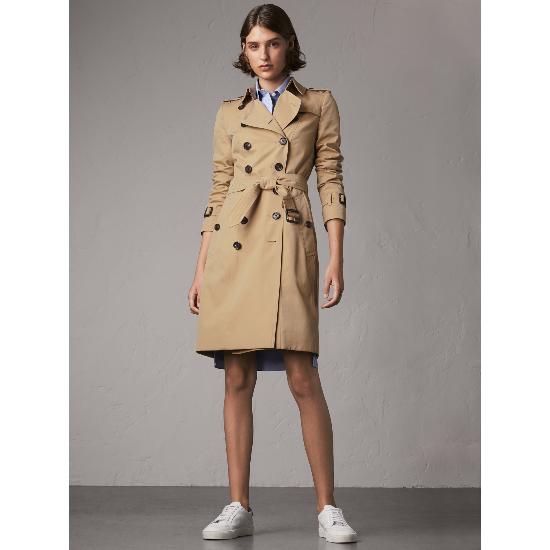 The Chelsea – Long Trench Coat in Honey - Women | Burberry United Kingdom - gallery image 7