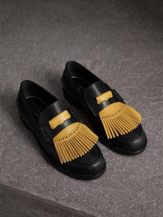 Contrast Kiltie Fringe Leather Loafers in Black/pale Saffron Yellow