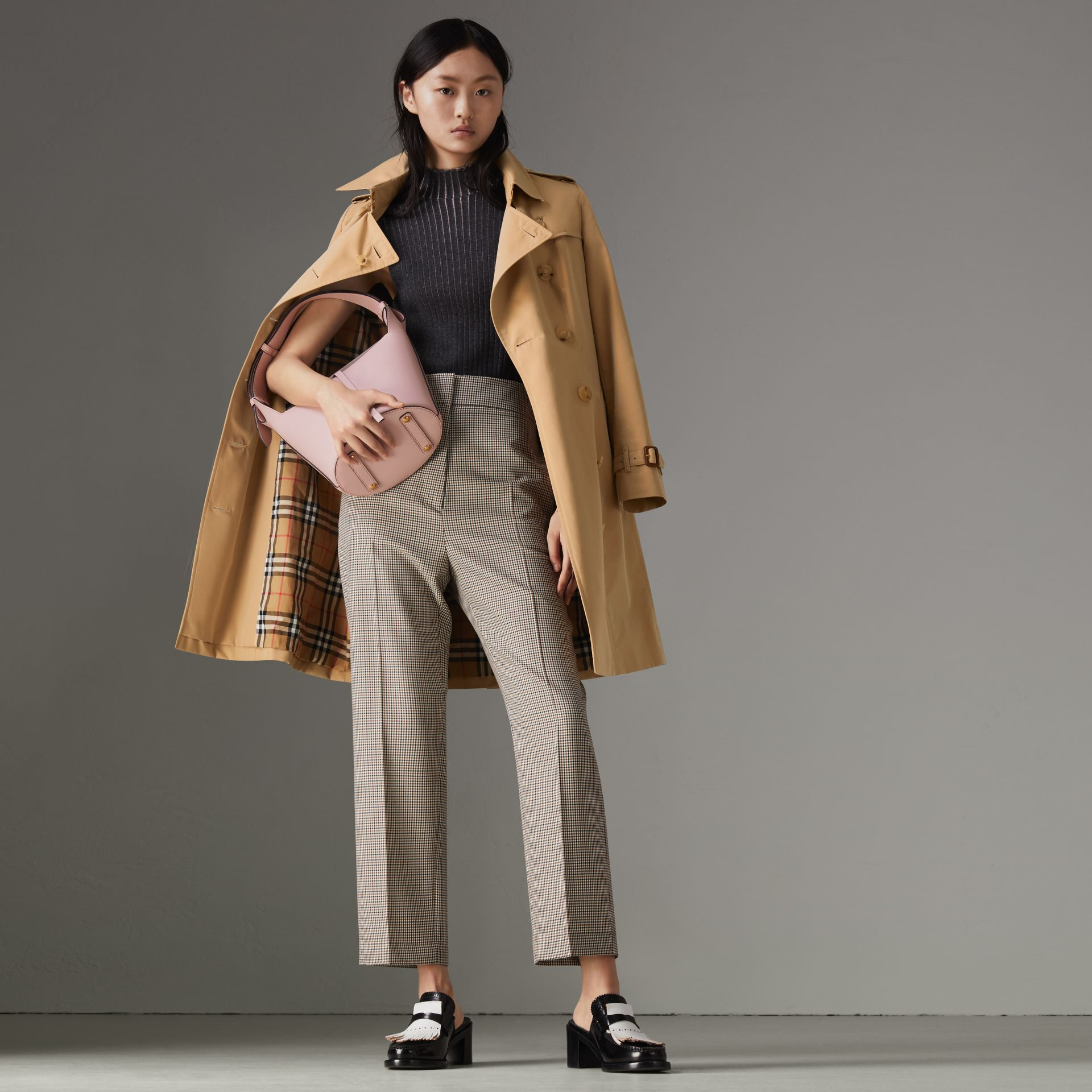 The Chelsea Heritage Trench Coat in Honey - Women | Burberry United States - gallery image 0