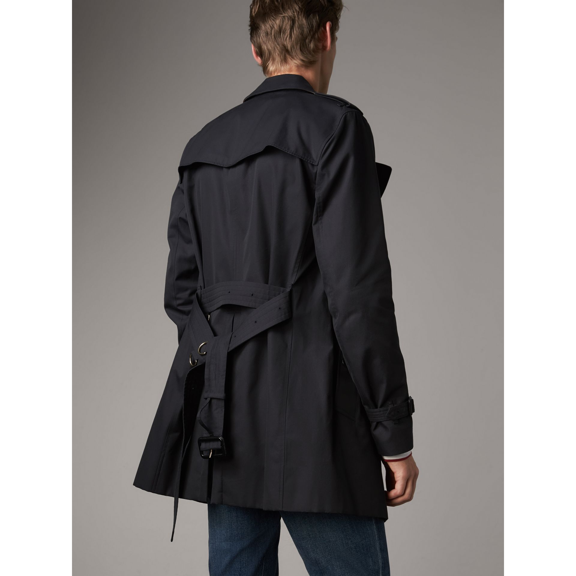 The Kensington – Mittellanger Trenchcoat (Marineblau) - Herren | Burberry - Galerie-Bild 2