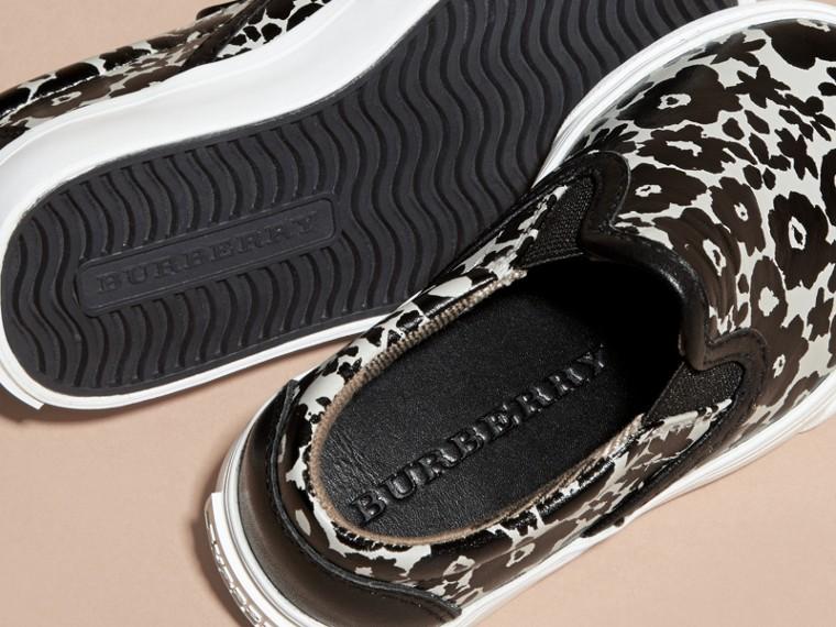 Nero/bianco Sneaker senza lacci in pelle con stampa floreale - cell image 1