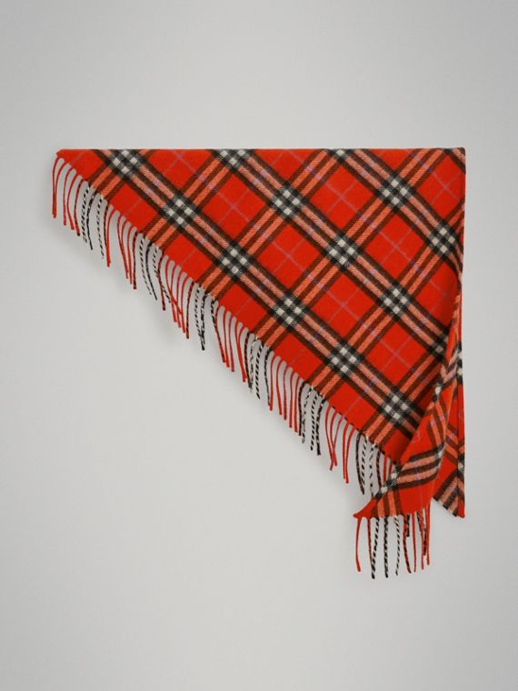 The Burberry Bandana mini in cashmere con motivo tartan (Rosso Acceso)