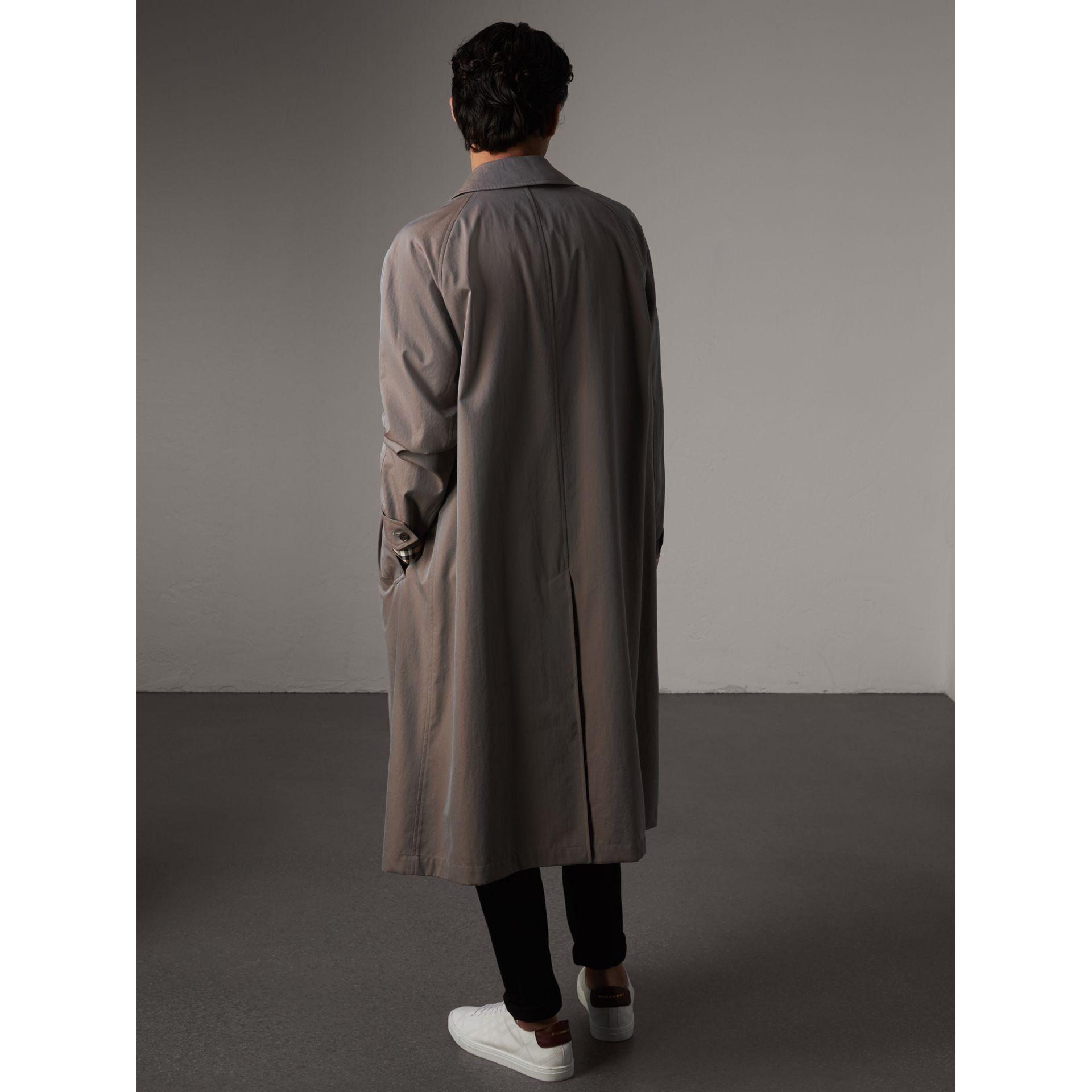 The Brighton – Car Coat extra-long – Exclusivité en ligne (Gris Lilas) - Homme | Burberry - photo de la galerie 3