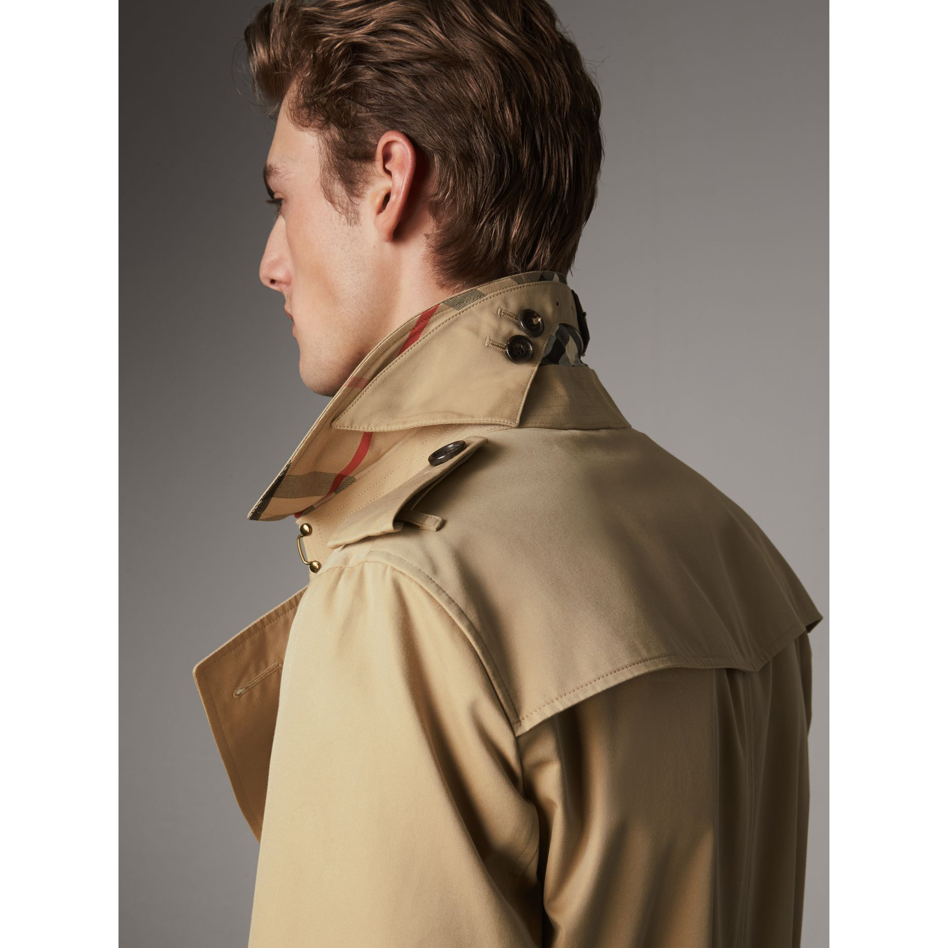 The Chelsea – Mid-length Heritage Trench Coat in Honey - Men | Burberry Singapore - gallery image 5