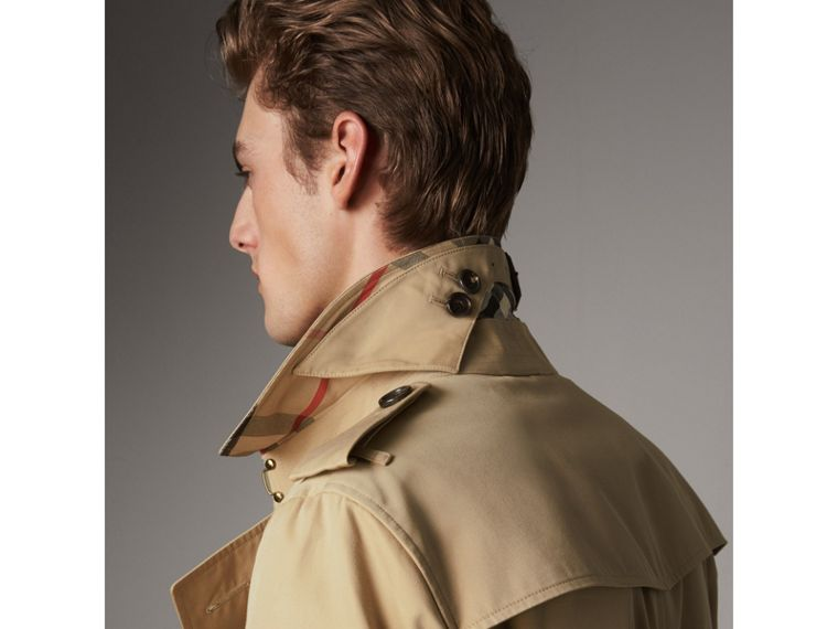 The Chelsea – Mid-length Heritage Trench Coat in Honey - Men | Burberry Singapore - cell image 4