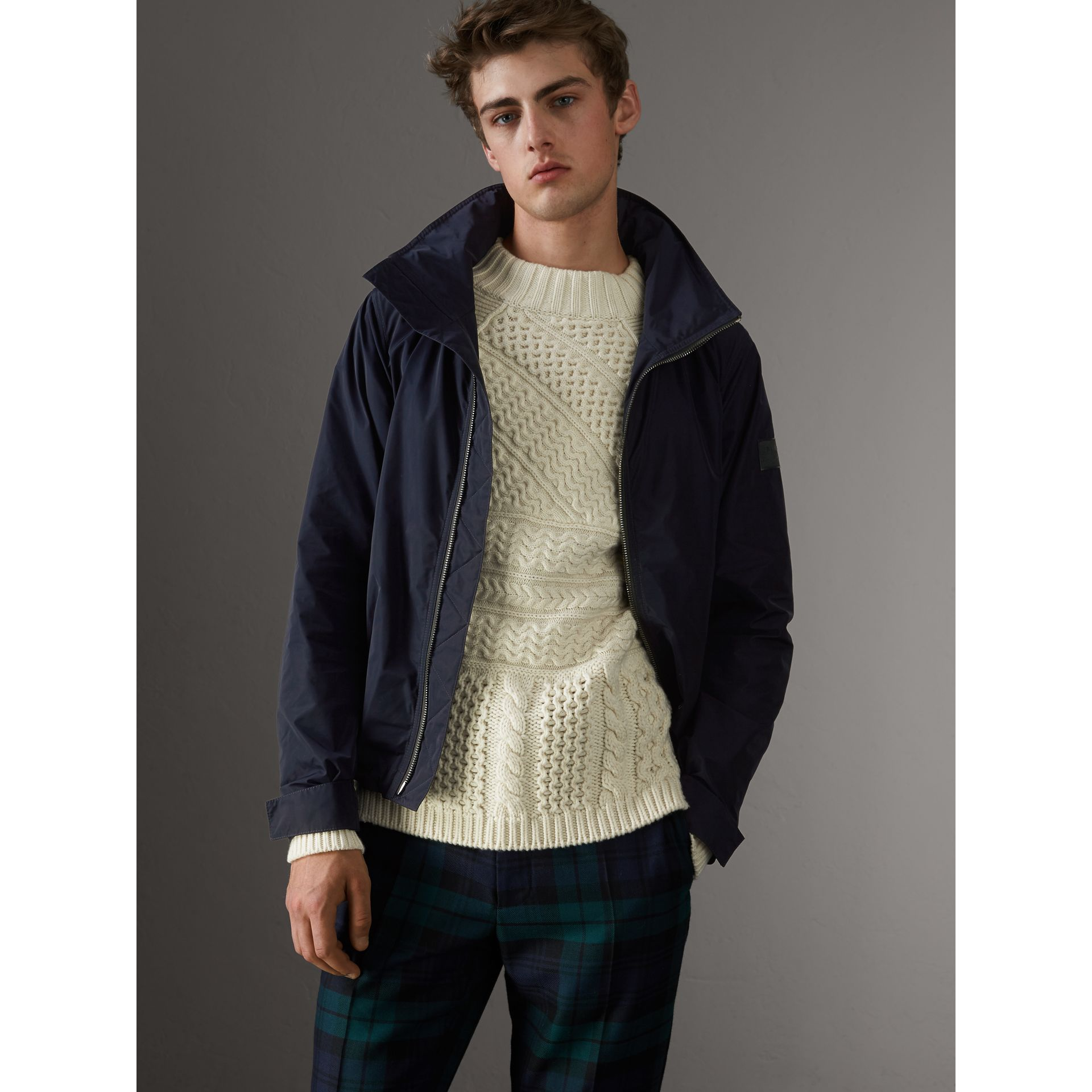Veste imperméable à capuche repliable (Marine) - Homme | Burberry - photo de la galerie 5