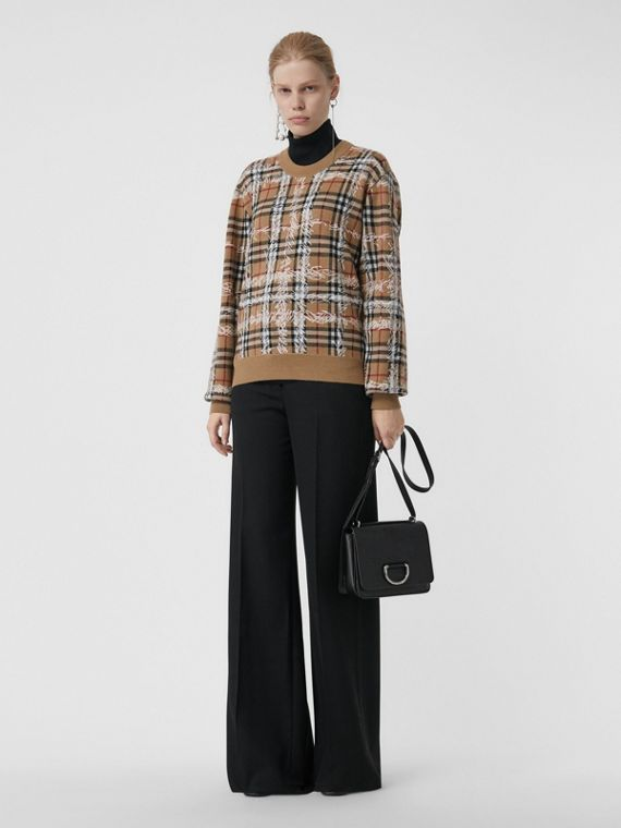 Suéter de lã merino com estampa xadrez com rabiscos (Camel/branco)