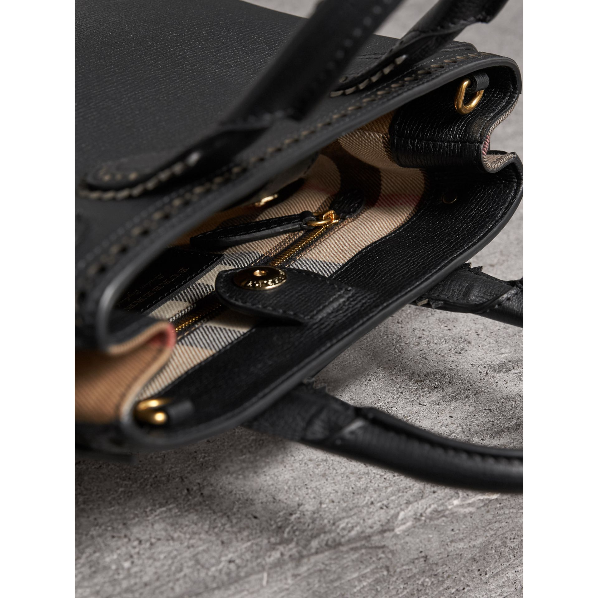 The Small Banner in Brogue Detail Leather in Black - Women | Burberry Singapore - gallery image 4