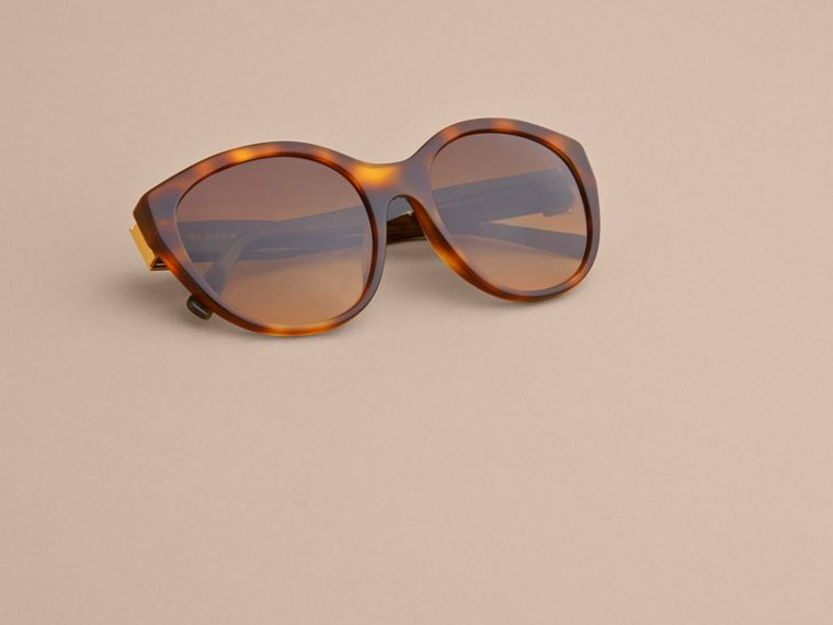 Buckle Detail Round Frame Sunglasses in Tortoise Green - Women | Burberry - cell image 4