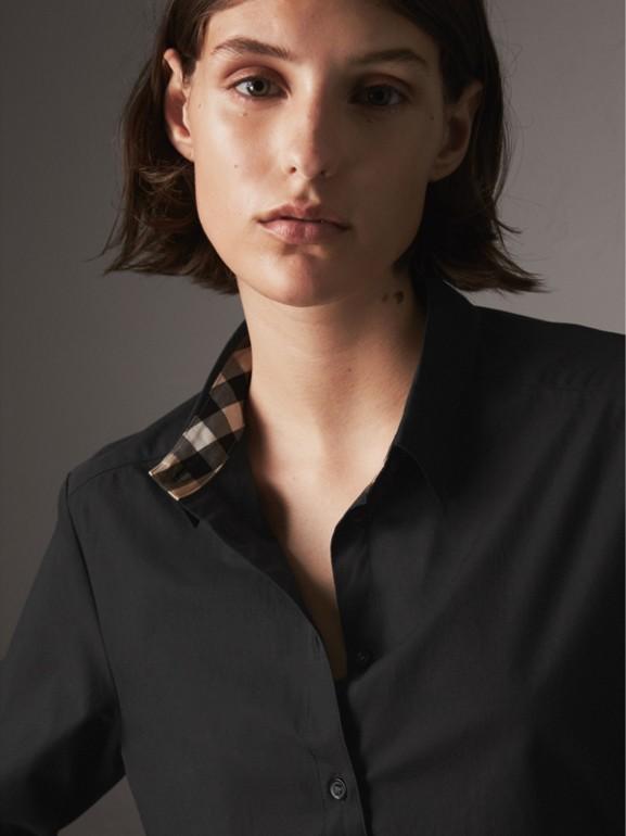 Camisa de algodão stretch com detalhe xadrez (Preto) - Mulheres   Burberry - cell image 1