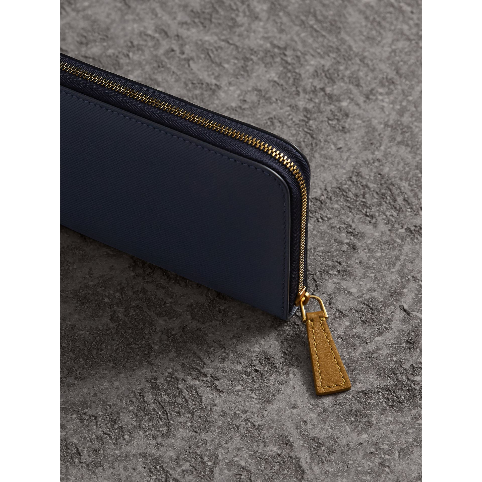 Two-tone Trench Leather Ziparound Wallet in Ink Blue/ochre Yellow - Women | Burberry - gallery image 4