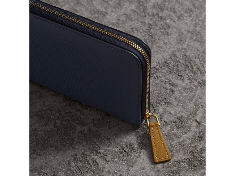 Two-tone Trench Leather Ziparound Wallet in Ink Blue/ochre Yellow - Women | Burberry - cell image 4