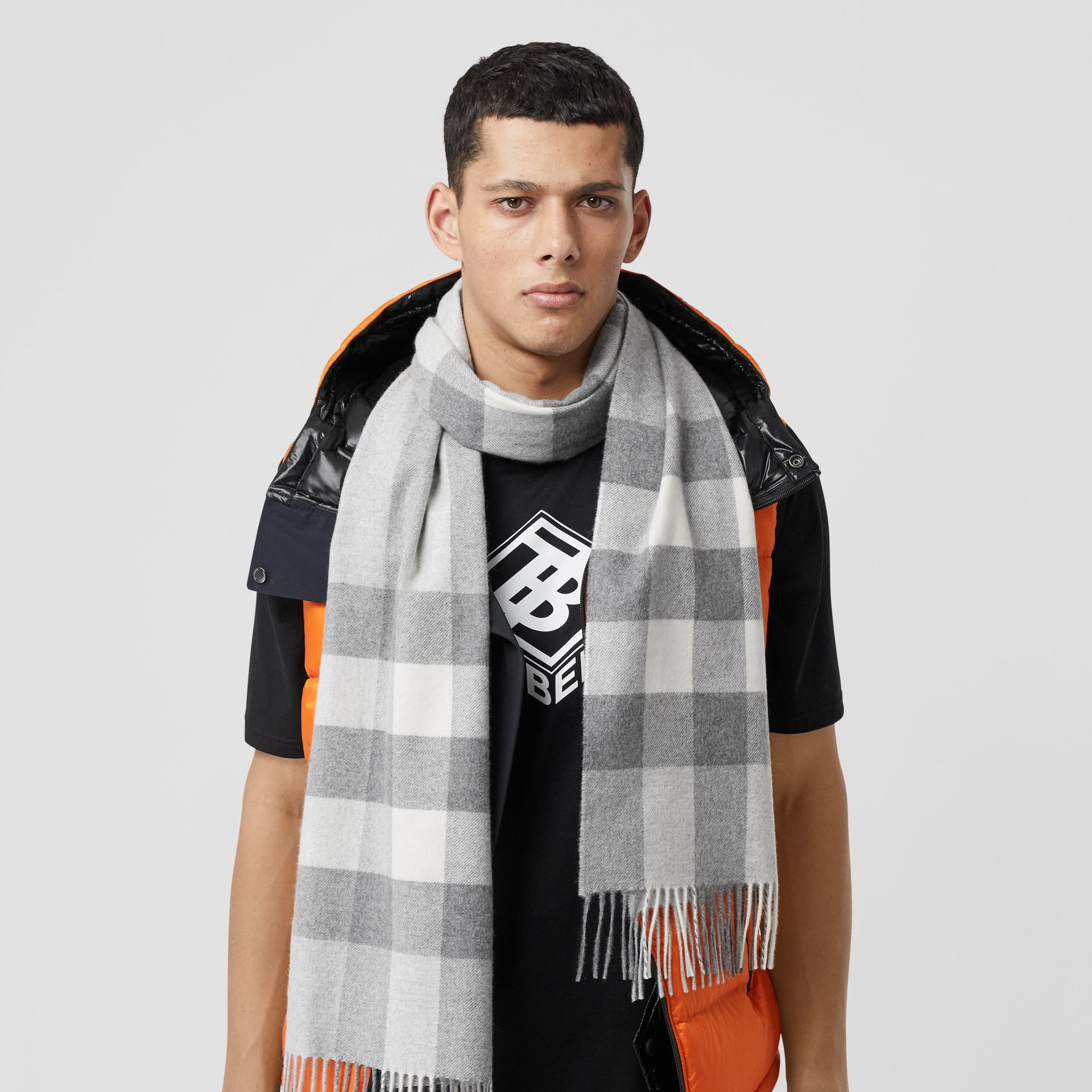 Check Cashmere Scarf in Light Grey | Burberry Hong Kong S.A.R - gallery image 3