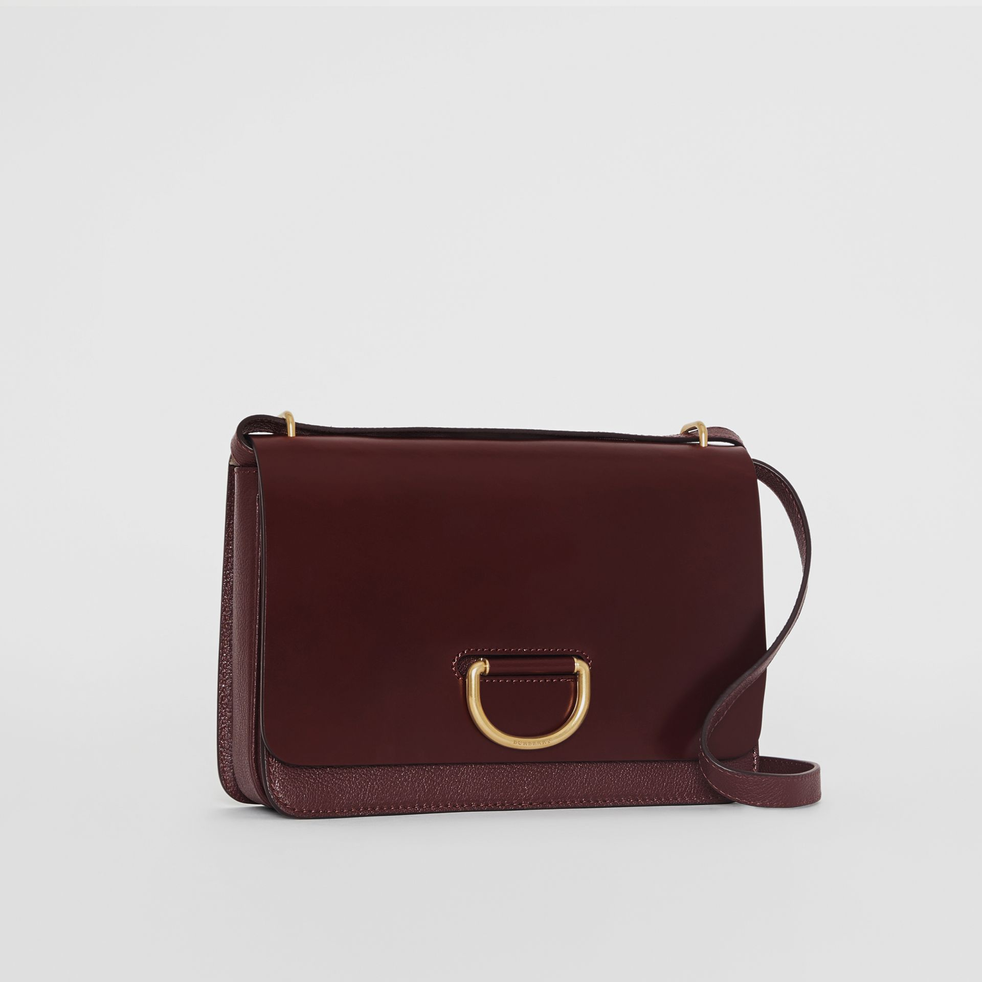 Borsa The D-ring media in pelle (Rosso Violetto Intenso) - Donna | Burberry - immagine della galleria 6