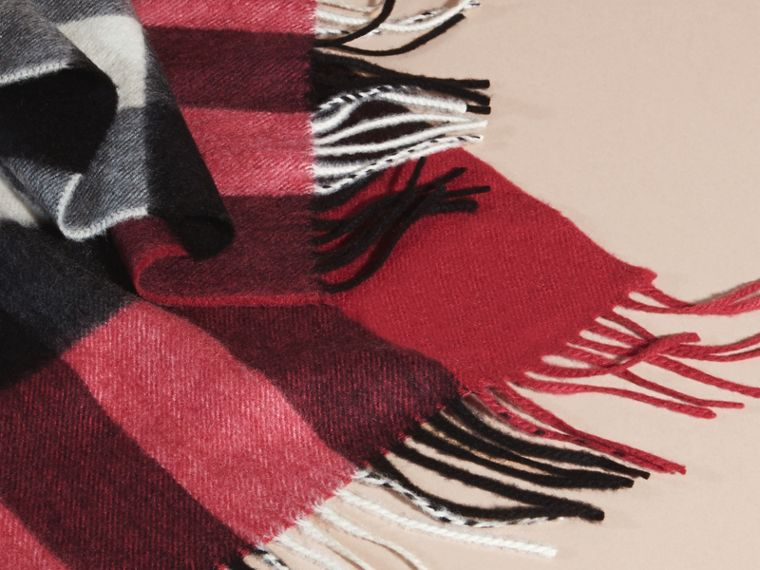 Fuchsia pink The Large Classic Cashmere Scarf in Check Fuchsia Pink - cell image 4