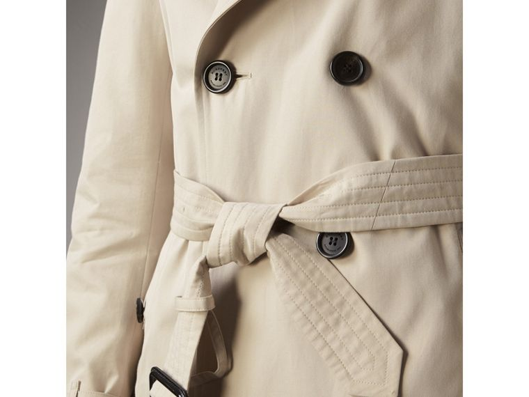 The Kensington – Mid-Length Heritage Trench Coat in Stone - Men | Burberry Hong Kong - cell image 4