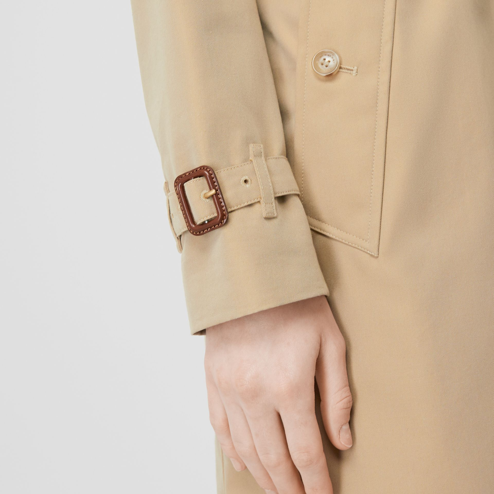 The Kensington Heritage Trench Coat in Honey - Women | Burberry United Kingdom - gallery image 6