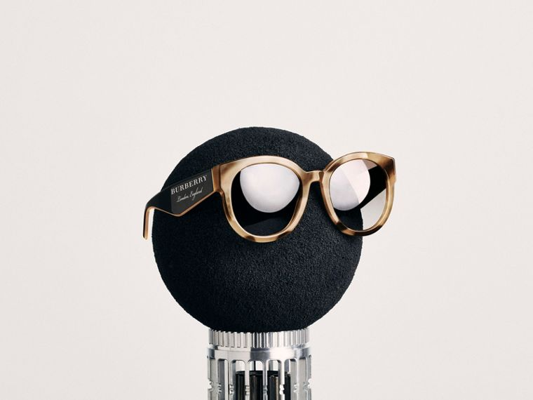 Round Frame Sunglasses in Honey - Women | Burberry - cell image 4