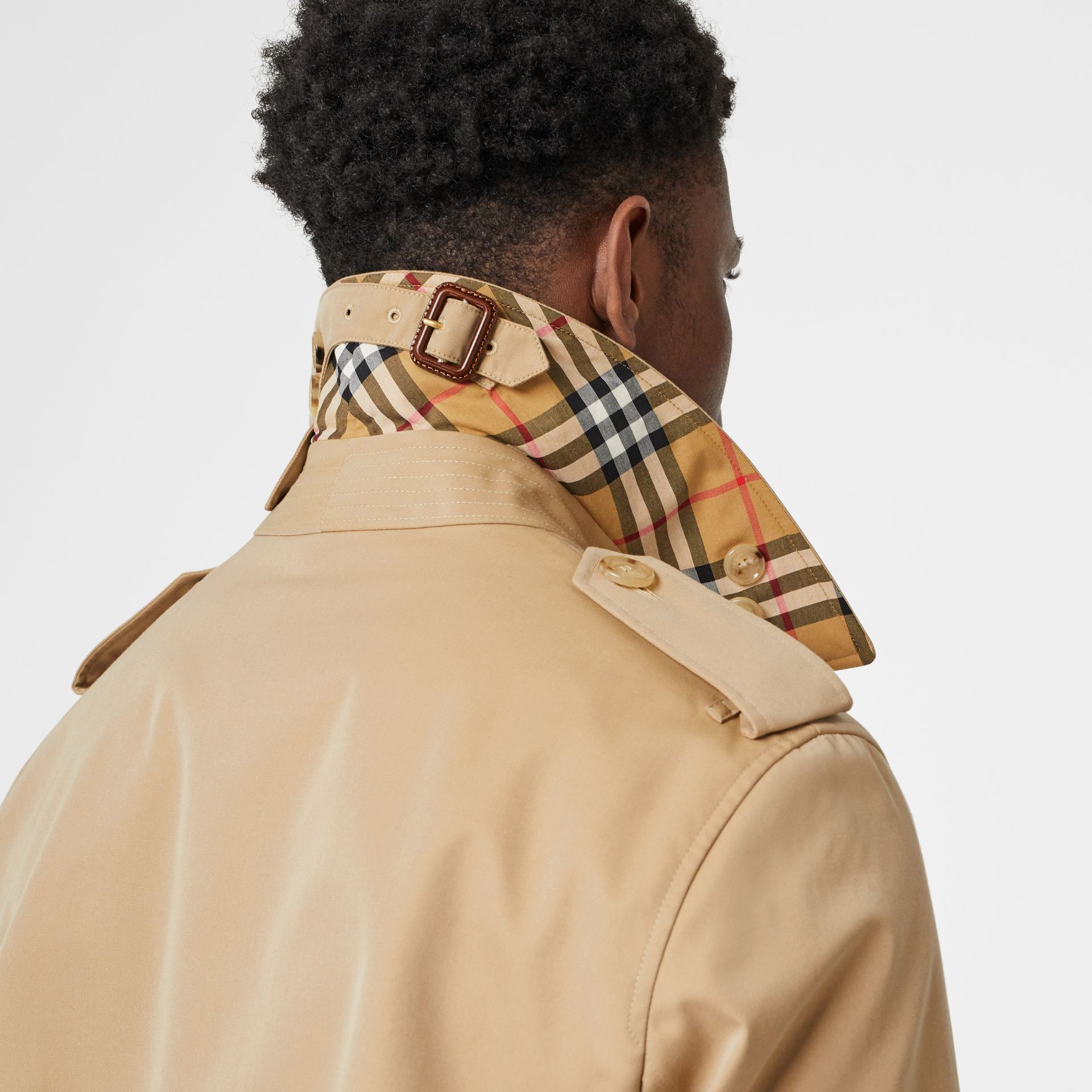 Trench Heritage The Chelsea (Miel) - Homme | Burberry Canada - photo de la galerie 5