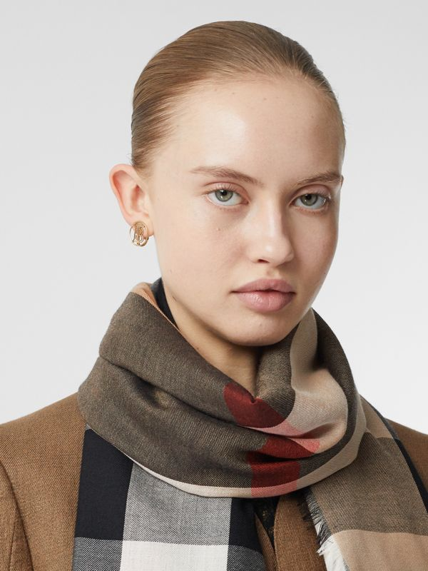 Lightweight Check Cashmere Scarf in Camel | Burberry Hong Kong S.A.R - cell image 2