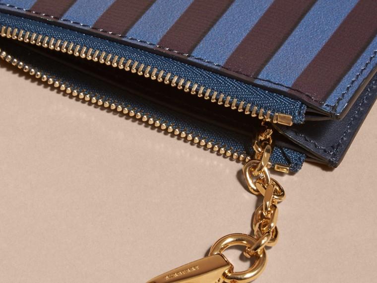 Brieftasche aus London-Leder mit Pyjamastreifenmuster und Reißverschluss - cell image 4