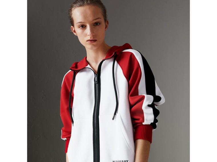 Jaqueta de malha de algodão com capuz e detalhe de listras (Branco) - Mulheres | Burberry - cell image 4