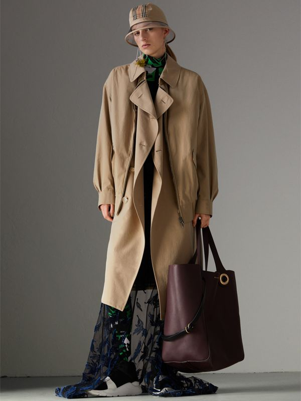 The Large Leather Grommet Detail Tote in Deep Claret | Burberry - cell image 2