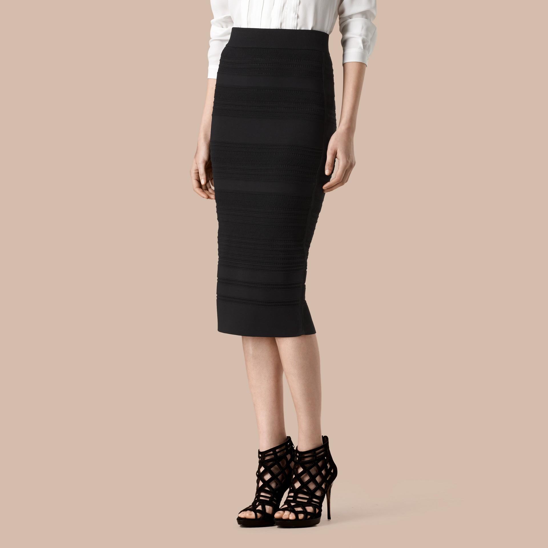 Negro Falda de tubo en punto a rayas - imagen de la galería 1