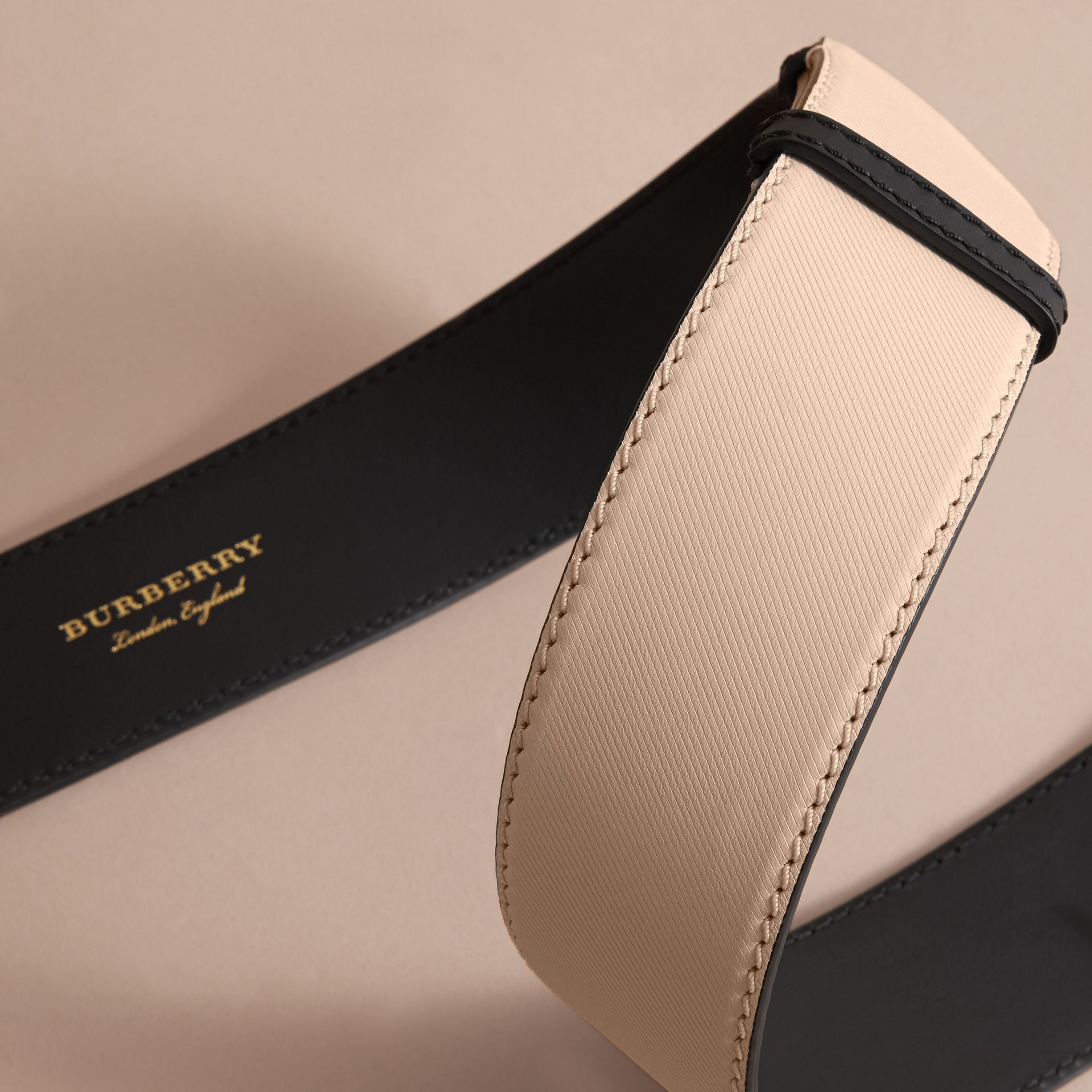 Two-tone Trench Leather Belt in Limestone/ Black - gallery image 3