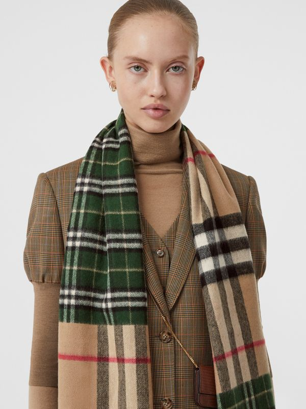 Contrast Check Cashmere Merino Wool Jacquard Scarf in Dark Pine Green | Burberry United Kingdom - cell image 2
