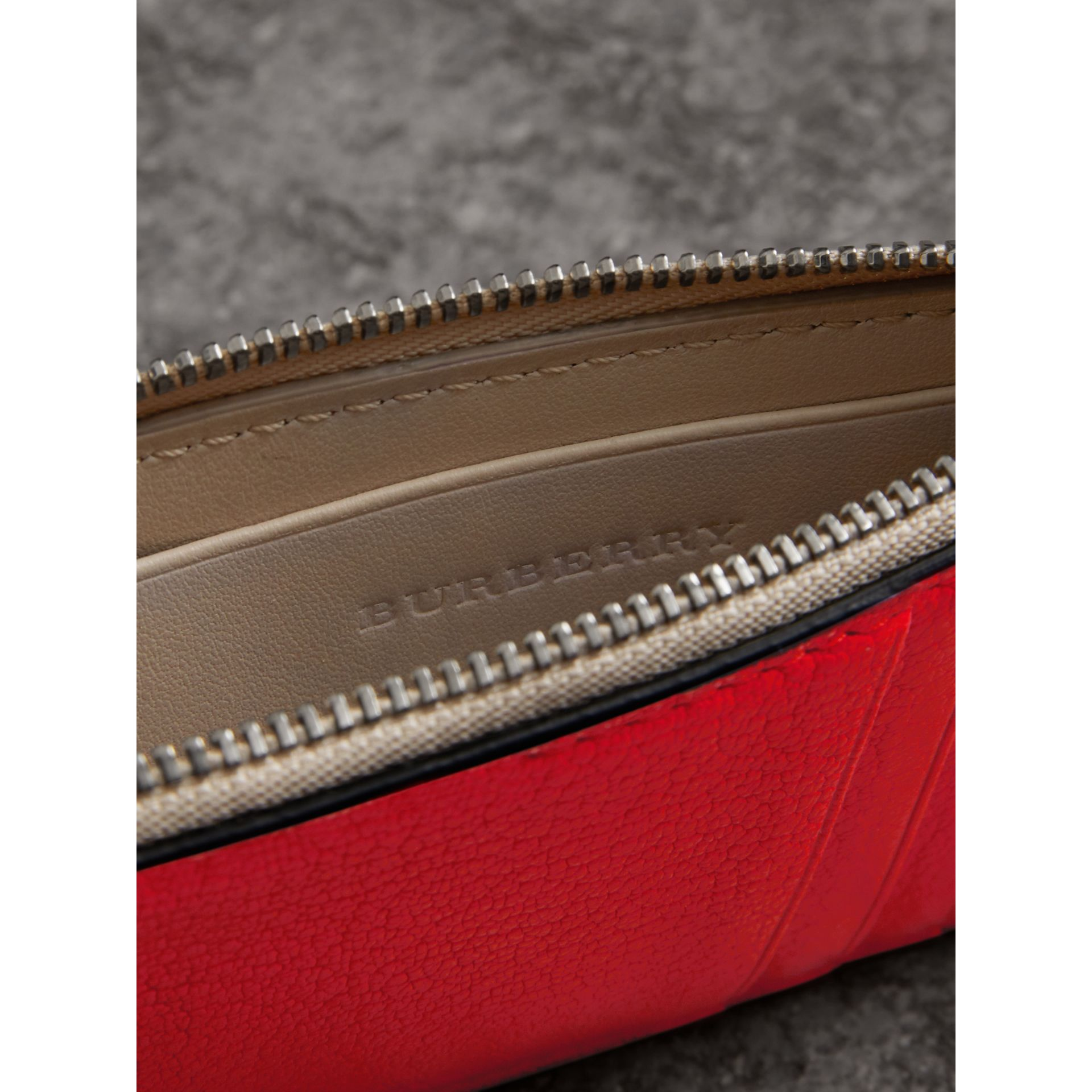 Two-tone Leather Zip Card Case in Bright Red | Burberry - gallery image 3